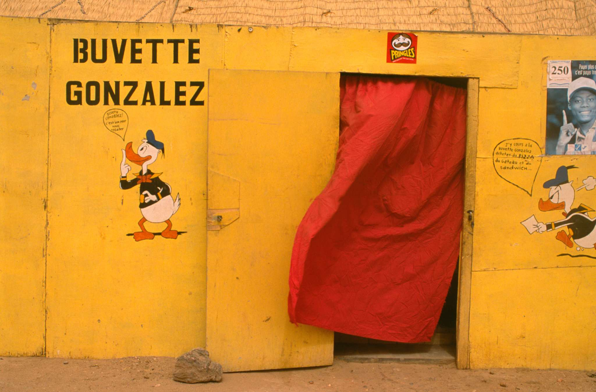 Donald Duck Gonzalez shop in Agadez